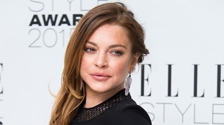 Cha của Lindsay Lohan là một thương gia có tiếng tại phố Wall nên chẳng có gì ngạc nhiên khi Lilo sớm làm quen với một lối sống thượng lưu nhưng lại có quá nhiều cám dỗ, thị phi.