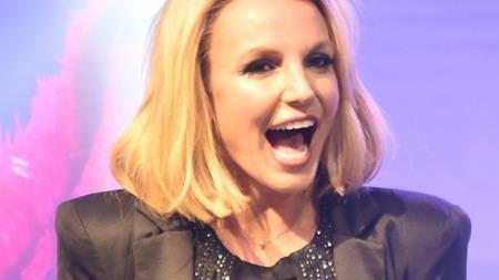 Từng hẹn hò với rất nhiều sao nam như Fred Durst, Colin Farrell, Justin Timberlake và đã kết hôn tới hai lần nhưng có vẻ như cho đến tận bây giờ, Britney Spears vẫn chưa thể tìm ra cho mình một bến đỗ dừng chân yên ấm.