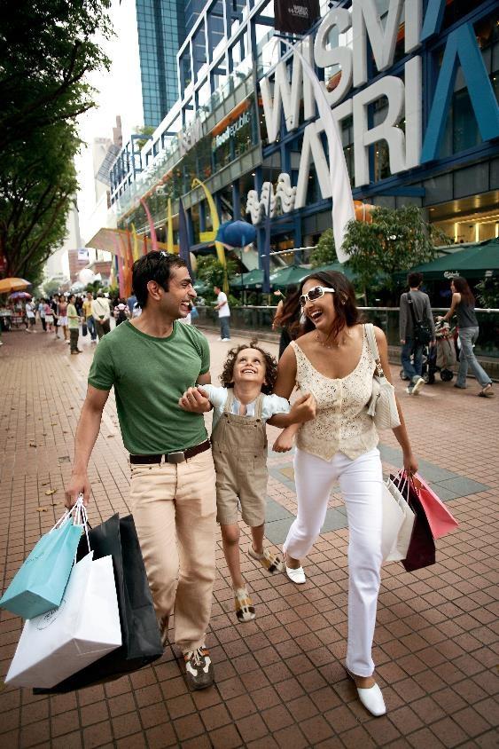 Ngoài ra, Mùa Siêu Khuyến Mãi - Great Singapore Sale diễn ra từ ngày 9/6 đến 13/8 sẽ biến toàn bộ quốc đảo sẽ trở thành thiên đường mua sắm. Trong Mùa Siêu Khuyến Mãi, các cửa hiệu bán lẻ ở Singapore thường giảm giá rất mạnh tay, đôi khi có sản phẩm giảm giá lên đến 70 phần trăm.
