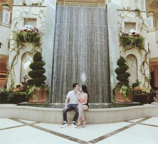 Huyền Baby và chồng hôn môi ngọt ngào trong chuyến du ngoạn Mỹ vô cùng xa xỉ