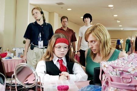 """Vai diễn Olive Hooper trong """"Little miss sunshine"""" (2006) đã mang về cho Abigail Breslin một đề cử Oscar danh giá và cũng đã trao cho nữ diễn viên này tấm vé bước vào kinh đô điện ảnh từ khi mới 10 tuổi đầu."""