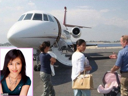 Vương Kha sắm hẳn một phi cơ riêng để tiện cho việc di chuyển