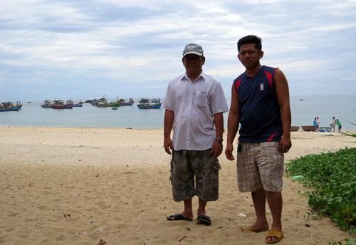 Ngư dân Nguyễn Văn Ái và con trai út. Dũ Tuấn