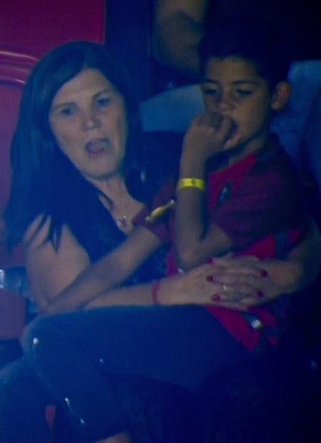 Mẹ và con trai của C.Ronaldo cũng có mặt trên khán đài