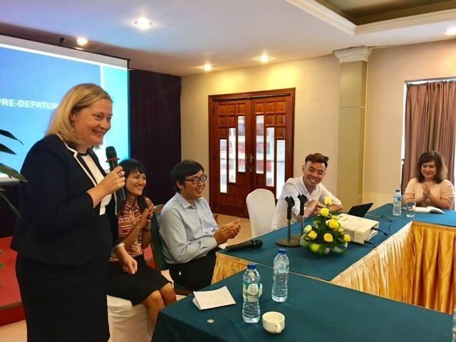 """Bà Cáit Moran – Đại sứ Ireland tại Việt Nam gặp mặt chúc mừng sinh viên trước ngày lên đường du học tại đất nước """"ngọc lục bảo""""."""