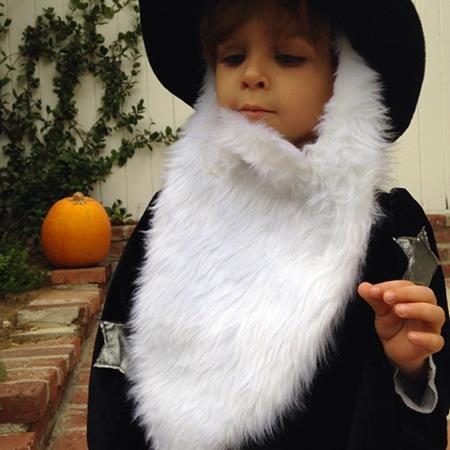 Selma Blair cũng rất thích thú chia sẻ hình ảnh cậu con trai Arthur vào ngày Halloween.