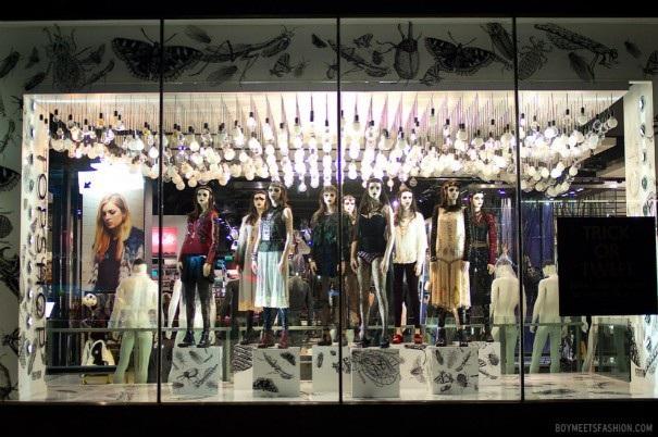 Một khu trưng bày trang phục Halloween ấn tượng ở cửa hàng Topshop