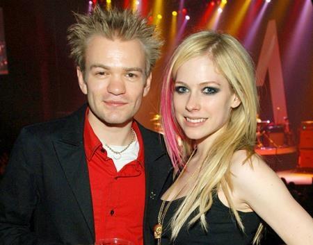 """Khi li dị với Deryck Whibley hồi năm 2010, Avril Lavigne đã chân thành bày tỏ rằng: """"Tôi rất biết ơn về quãng thời gian chúng tôi đã ở bên nhau. Và tôi biết ơn cũng như cầu Chúa phù hộ cho tình bạn còn lại của cả hai""""."""