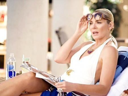 """Ở tuổi 41, Kim Cattrall đã ghi dấu ấn đậm nét với vai diễn trong bộ phim hài lãng mạn """"Sex and the city"""". Kim Cattrall đã nhận được vô số giải thưởng nhờ tác phẩm này và nhanh chóng bước vào hàng ngũ sao lớn tại Hollywood. Tuy nhiên, rất nhiều khán giả không biết rằng, để có được thành công như hiện tại thì Kim Cattrall đã phải kiên trì theo đuổi niềm đam mê diễn xuất bất chấp vô số lần thử vai thất bại."""