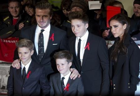 """Không phải ngẫu nhiên mà Victoria - David Beckham trở thành ông bố, bà mẹ mẫu mực của làng giải trí. Cặp đôi vàng này luôn răn dạy các con cư xử phải phép và đặc biệt chú ý đến câu """"cảm ơn"""" và """"làm ơn""""."""