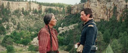 """""""Hostiles"""" cũng là một tác phẩm hấp dẫn với sự tham gia của nam tài tử Christian Bale."""
