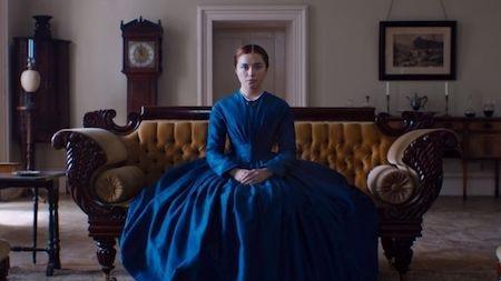 """""""Lady Macbeth"""" có một cách mở đầu kinh điển như bước ra từ tiểu thuyết, với bi kịch của một người phụ nữ xinh đẹp nhưng bị giam cầm trong cuộc hôn nhân sắp đặt và rồi ngoại tình để dẫn đến kết cục bi thảm. Tuy nhiên, bộ phim đã có một màn đánh lừa ngoạn mục, đưa khán giả đi từ ngạc nhiên này đến kinh ngạc khác. Bất chấp kinh phí sản xuất rất khiêm tốn, tác phẩm của đạo diễn William Oldroyd vẫn chinh phục hoàn toàn giới phê bình cũng như khán giả đại chúng vì sự táo bạo, dữ dội, đầy đam mê mà cũng không kém phần tỉ mỉ, tinh vi đến ngoạn mục."""
