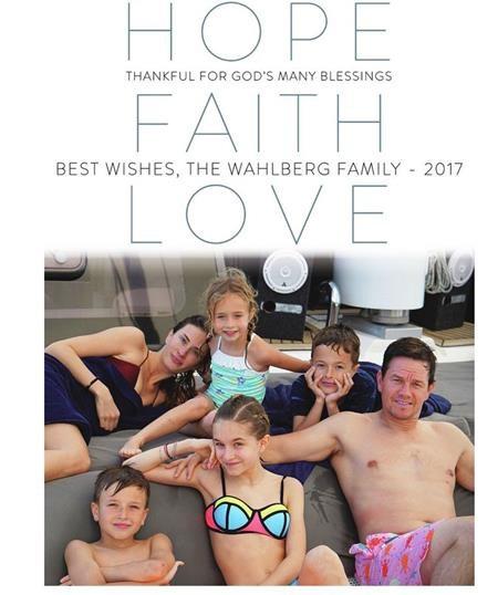 Cả nhà Mark Wahlbergs tỏa sáng với một dịp lễ Noel đầy hy vọng, niềm tin và tình yêu
