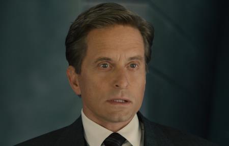 """Góp mặt trong bom tấn siêu anh hùng """"Ant-man"""" với vai diễn nhà khoa học thiên tài Hank Pym, dù bối cảnh phim diễn ra ở hiện tại nhưng Michael Douglas vẫn kịp thời trẻ lại hàng chục tuổi trong một cảnh hồi tưởng ngắn."""