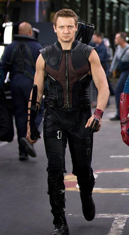 Jeremy Renner cũng đã trở thành một gương mặt quen thuộc của dòng phim siêu anh hùng sau khi vào vai cung thủ Hawkeye.