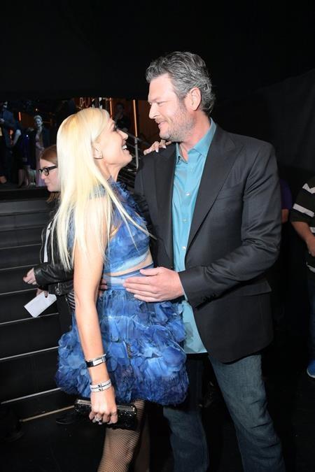 Bộ đôi huấn luyện viên The Voice Mỹ Gwen Stefan và Blake Shelton hạnh phúc bên nhau