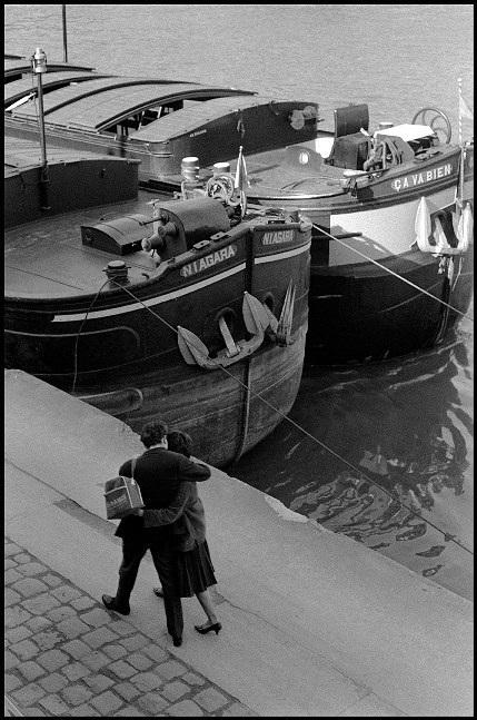 Lãng mạn những bức ảnh về nụ hôn dọc bờ sôngSeine - 6