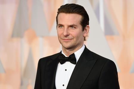 """Từ năm 2013 cho tới nay, Bradley Cooper đã nhận được tới 4 đề cử Oscar và được ví von là ngôi sao chuyên đi """"săn"""" các đề cử, điều đáng tiếc là Bradley Cooper chỉ """"hữu duyên"""" với đề cử mà lại """"vô phận"""" với tượng vàng"""