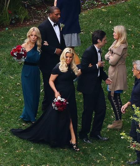 Jessica Simpson cũng từng làm phù dâu cho bạn thân hồi năm 2012