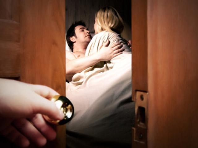 """Người vợ """"cao tay"""" khiến chồng ngoại tình phải quỳ xuống xin lỗi - 3"""