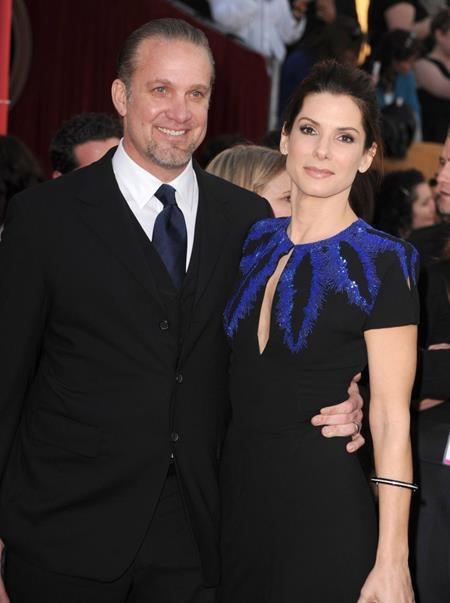 """Khi làm đám cưới với Jesse James hồi năm 2005, Sandra Bullock thậm chí đã """"lừa"""" cả khách mời khi thông báo rằng đây chỉ là một bữa tiệc mừng sinh nhật bình thường"""