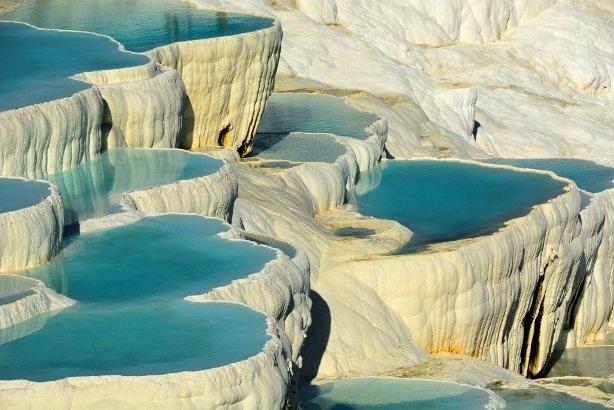 Ngâm mình trong những suối nước nóng nổi tiếng thế giới - 6