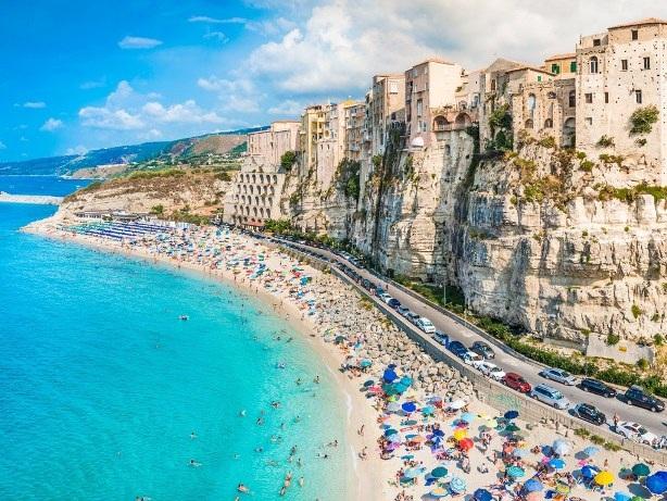 Chào mùa hè với 8 bãi biển tuyệt đẹp ở châu Âu - 6