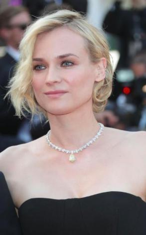 Diane Kruger đã mang tới Liên hoan phim Cannes năm nay một sợi dây chuyền với vàng 18 karat gắn thêm 15.87 carat kim cương vàng hình quả lê và 48.36 carat kim cương trắng