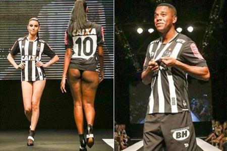 Đội bóng Brazil Atletico Mineiro từng khá chịu chi để dựng hẳn một sàn catwalk cho các cầu thủ sánh bước khoe áo đấu mới bên cạnh dàn chân dài quyến rũ. Màn ra mắt ấn tượng này của Atletico Mineiro không chỉ khiến các cổ động viên đã mắt mà ngay cả các cầu thủ cũng hết sức mãn nguyện.