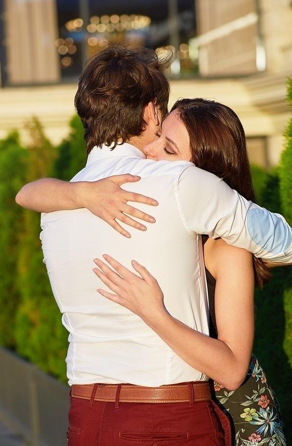 9 cách ôm khiến tim đối phương loạn nhịp - 6