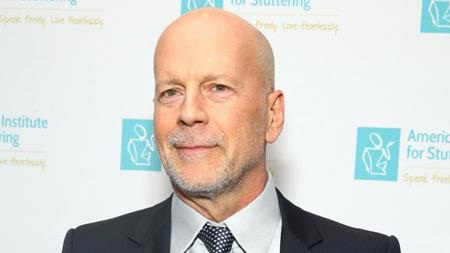 """Nhà sản xuất của """"The Expendables 3"""" từng mời chào Bruce Willis mức thù lao 3 triệu đô la Mỹ chỉ với 4 ngày quay phim. Tuy vậy, Bruce Willis lại muốn mình phải nhận được 1 triệu đô la Mỹ mỗi ngày và nhà sản xuất đành mời Harrison Ford thay thế."""