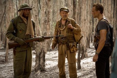 """""""Loki"""" Tom Hiddleston đã hoàn lương cùng """"Nick Fury"""" Samuel L. Jackson để trải qua cuộc phiêu lưu ngoạn mục trong """"Kong: Skull island"""" (2017)"""