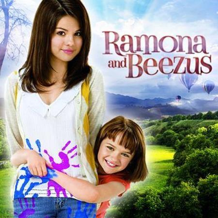 """""""Ramona and Beezus"""" (2010) kể về hai chị em gái, trong khi cô em Ramona là một đứa trẻ dễ thương với trí tưởng tượng cực kì phong phú cùng một nguồn năng lượng không bao giờ cạn kiệt thì cô chị Beezus lại đang bị xao nhãng bởi chuyện cảm nắng dậy thì. Và chẳng thể nào ngờ rằng, chính cô em gái Ramona sẽ phải sử dụng những trò tinh nghịch, láu cá của mình để giữ lại hạnh phúc gia đình trước khi mọi việc quá trễ."""