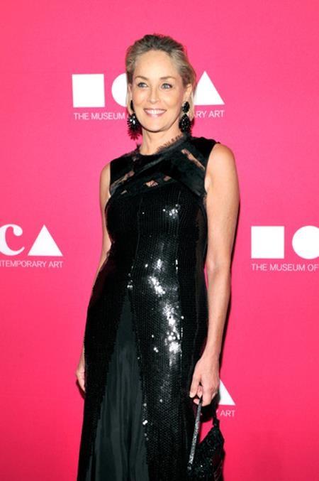 Sharon Stone có chỉ số IQ lên tới 156 nên nữ diễn viên này sớm được ca tụng là một trong những người phụ nữ thông minh nhất ở Hollywood.
