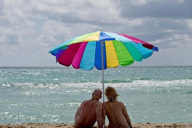8 bãi biển khỏa thân nổi tiếng thế giới - 6
