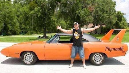 Sao nam này có hơn 25 chiếc siêu xe được cất giữ trong siêu gara ở dinh thự tại Tampa, Florida. Trong bộ sưu tập trị giá 5 triệu bảng Anh của John Cena, có thể kể tới nhiều chiếc xe quý giá như 1966 Dodge Hemi Charger, 1970 Plymouth Superbird, Ford Mustang hay Corvette ZR1.