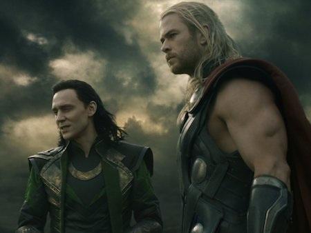 """""""Thần Sấm"""" Chris Hemsworth sẽ tái ngộ khán giả trong phần phim """"Thor: Ragnarok"""", ra mắt vào tháng 11/2017. Ngoài sự xuất hiện của """"nữ thần"""" Cate Blanchett, """"Thor: Ragnarok"""" cũng đang khiến dân tình """"đứng ngồi không yên"""" khi xác nhận """"Doctor Strange"""" Benedict Cumberbatch cũng xuất hiện trong bom tấn này."""