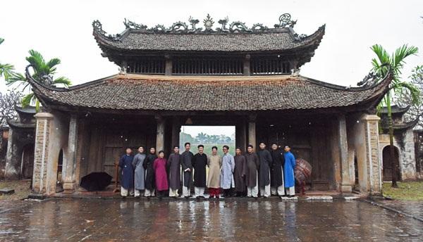 Các thành viên nhóm Đình làng Việt luôn trân trọng và cảm kích trước sự tham gia của thành viên thứ 7000 là Đại sứ Phạm Sanh Châu