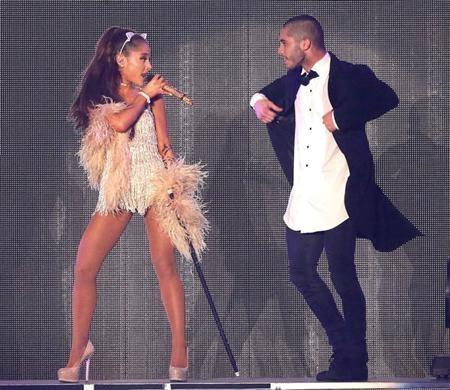 """Sau khi xuất hiện bên cạnh Ariana Grande trong chuyến lưu diễn """"Honeymoon"""" của nữ ca sĩ hồi năm 2015, Ricky Alvarez và Ariana Grande đã nhanh chóng hẹn hò với nhau. Cả hai đã có một khoảng thời gian yêu đương khá hạnh phúc cho tới khi """"đường ai nấy đi"""" vào năm ngoái."""