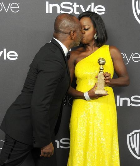 Trong giây phút nâng cao giải thưởng, Viola Davis đã hết sức hạnh phúc khi có ông xã Julius Tennon ở bên cạnh