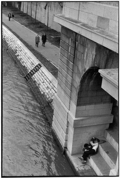 Lãng mạn những bức ảnh về nụ hôn dọc bờ sôngSeine - 7