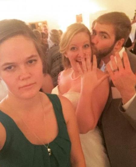 Cô gái lẻ loi trong đám cưới của bạn