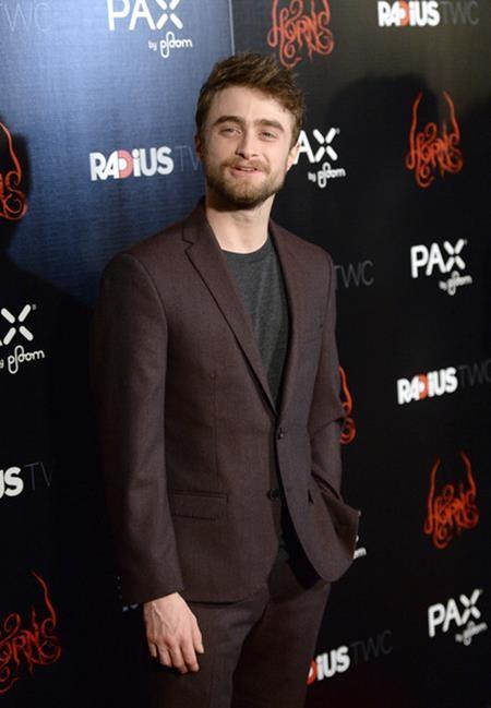 """Sau khi phần cuối cùng của loạt phim """"Harry Potter"""" trượt mất giải thưởng Oscar, Daniel Radcliffe đã cảm thấy hết sức thất vọng và thẳng thắn chia sẻ rằng: """"Tôi không nghĩ giải Oscar thích các bộ phim thương mại hoặc phim thiếu nhi, trừ phi chúng được Martin Scorsese đạo diễn. Tôi đã xem """"Hugo"""" và thắc mắc tại sao bộ phim đó được đề cử còn chúng tôi thì không. Tôi đã cảm thấy hơi phật lòng đấy""""."""