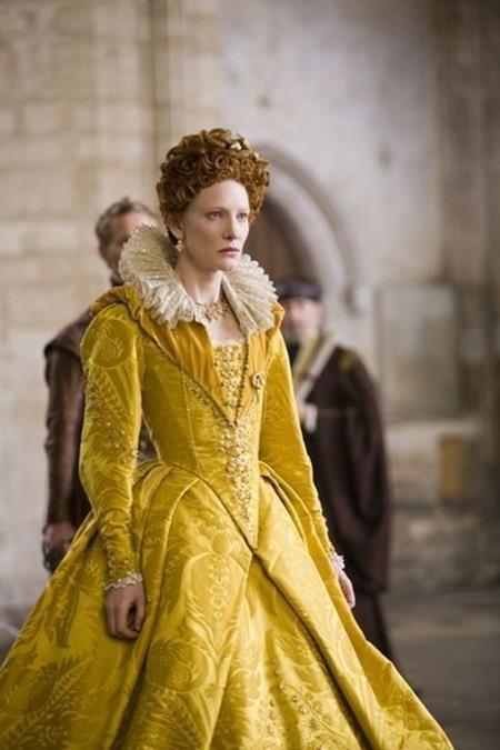 """Sang trọng, lạ kỳ và rất đỗi khác biệt, bộ trang phục trong phim """"Elizabeth: The Golden Age"""" đã xuất sắc mang về một tượng vàng Oscar cho nhà thiết kế tài năng Alexandra Byrne"""