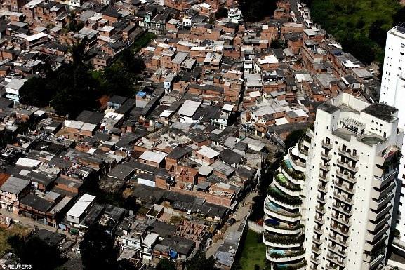 Việt Nam xuất hiện trong bộ ảnh về sự đối lập giàu - nghèo trên báo nước ngoài - 7