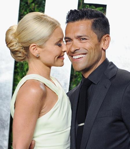 Cặp sao Kelly Ripa và Mark Consuelos cũng đã chọn cho mình một hôn lễ giản dị tránh xa những ồn ào của giới truyền thông