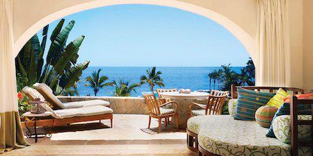 """Ngay khi được mở cửa vào năm 1950, khách sạn One&Only Palmilla ở Los Cabos, Mexico đã ngay lập tức trở thành """"thỏi nam châm"""" hút các sao ghé thăm với biệt thự riêng sang trọng rộng tới 10.000 foot vuông, hồ bơi vô cực, rạp chiếu phim, phòng tập thể dục cá nhân cùng dịch vụ quản gia 24/24 giờ."""