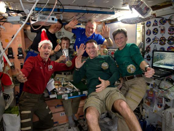 Những bức ảnh ngộ nghĩnh về cuộc sống của các phi hành gia trong không gian - 7