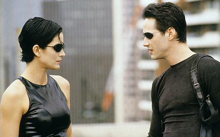 """""""The Matrix"""" là tác phẩm khoa học viễn tưởng, hành động Mỹ được cho ra mắt vào năm 1999 và bộ phim đã ngay lập tức khởi xướng trào lưu sử dụng một hiệu ứng hình ảnh mang tên """"bullet time"""", cho phép người xem chứng kiến một hành động đang diễn ra ở tốc độ chậm trong khi máy quay dường như di chuyển xung quanh hiện trường với tốc độ bình thường. Đây có thể xem như một bước ngoặt cho thể loại hành động, khoa học viễn tưởng sau này. Đặc biệt, """"The matrix"""" còn được trao tới 4 giải thưởng Oscar cho Biên tập phim xuất sắc, Biên tập âm thanh xuất sắc, Kỹ xảo xuất sắc và Âm thanh xuất sắc."""
