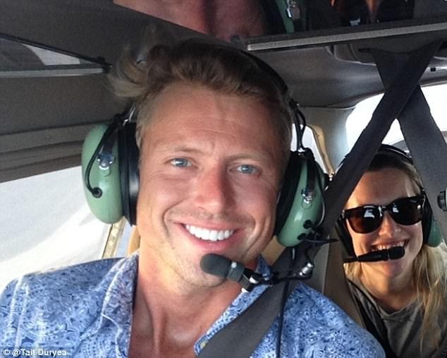 Khoảnh khắc selfie của phi công hút cả triệu like trên mạng xã hội - 8